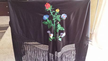 Scialle tradizionale ricamato a mano di Urzulei